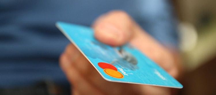 Achtung Preisfalle - Kartenzahlung kann bares Geld kosten