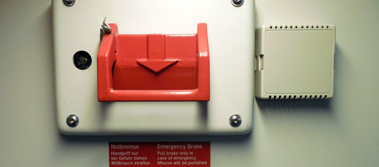 Notbremse im Zug – ARAG Experten erklären, wann es erlaubt ist, im Zug die Notbremse zu ziehen