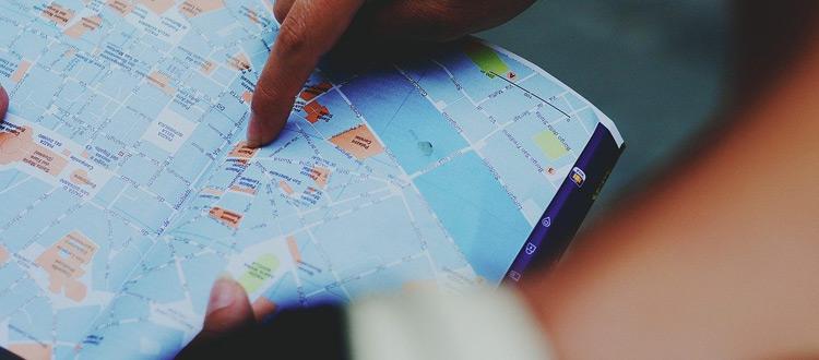Für Urlauber wird's eng – ARAG Experten mit einem aktuellen Überblick über Risikogebiete in Europa