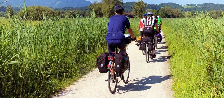 Corona-kompatibel reisen: Mit dem Fahrrad – ARAG Experten geben Tipps, wie der Urlaub mit dem Drahtesel klappt