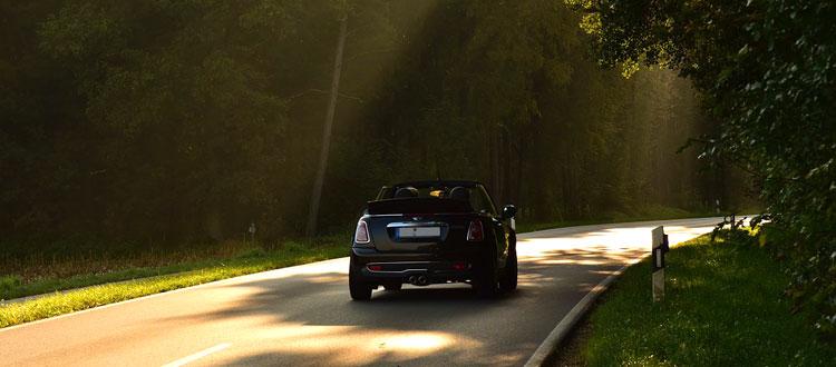 Autoreisen wieder im Trend – ARAG Experten geben Tipps vom Auto-Check bis zum Versicherungsschutz